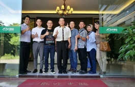 Indonesian customers visit Calories, Liang received and signed